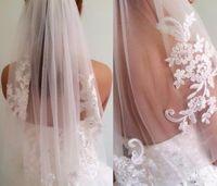 In magazzino Short One Layer Vita in rilievo Diamante Appliqued Bianco o Avorio Velo da sposa Veli da sposa con pettine