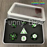 Jeu de dés polyédriques Dice Metal Black W Green DD RPG