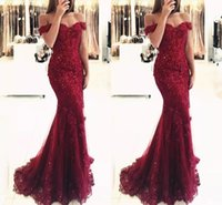 Elegante Prom Dresses a sirena bordeaux 2019 Off the Shoulder Beaded Maniche corte in rilievo Appliques in pizzo Lunghezza pavimento Abiti da sera convenzionali
