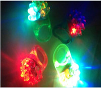 Commercio all'ingrosso 1200 pz / lotto fragola lampeggiante dito anello di Halloween Party Wedding LED giocattoli