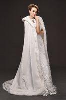 Kış Savaşı Faux Kürk Gelin Pelerin Sıcak Sarar Kapşonlu Trim Kat Uzunluk Düğün için Mükemmel Abaya Ceket Pelerin Sarar Ceket CPA1616