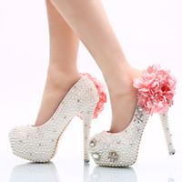 Zapatos de boda de perlas blancas con apliques de color rosa Zapatos de tacón de novia de la novia Zapatos de baile de fiesta de mujeres artesanales más tamaño 11 y 12