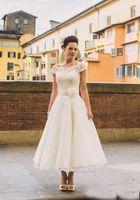 Vintage Elfenbein Spitze Applique kurzen Ärmeln Brautkleider 2019 Tee Länge Taste voll zurück Garten Strand formale Kleid Brautparty