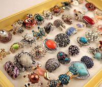 La vendita all'ingrosso 50Pcs mescola gli stili del commercio estero del metallo dell'annata delle donne strass esagerato Gioielli con una scatola di presentazione Commercio all'ingrosso