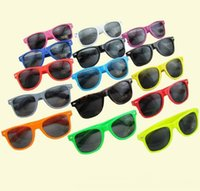 100pcs Womens and Mens Most Cheap Modern Beach Sunglass Plas...