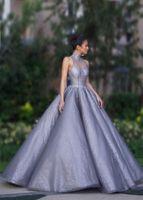Vestidos de baile de cristal de lujo Longitud del piso del cuello alto Mire a través la espalda Vestidos de fiesta Plisado Satén Vestido de fiesta largo de noche para las mujeres