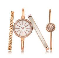 Новый роскошный Алмаз женщин платье часы многоцветные наручные часы + 3 браслеты комплект ювелирных изделий пряжки кварцевые партии Моды сплава случайные часы