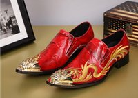 New Red Wedding Dress Shoes Uomo Oxfords Fashion Gold Dragon Ricamo Zapatos Hombre Genuine Leather Mens Dress Shoes Flats SX61