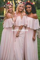 2019 핑크 싸구려 긴 신부 들러리 드레스 어깨 쉬폰 여름 블러쉬 들러리 공식 파티 파티 드레스와 프릴