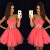 Superbe courte robe de rebords coralliens rose tulle tenue robe chérie cristaux sans manches pas cher robe de bal de remise sur mesure