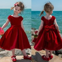 Симпатичные красный бархатный цветок девушка платье чайной длины детские девушки Пагенты платья малыша дети вечеринки платье короткие причастия платья с большим луком назад
