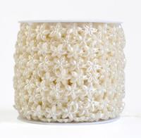 1 Carretel Cinco-Pétala flor Forma ABS Pérola Garland Bolo Banding Guarnição Da Fita Para A Festa de Casamento de Costura Decoração de Mesa
