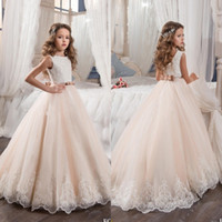2017 Vintage Flower Girl Dresses para Casamentos Blush Pink Custom Made Princess Tutu Sequined Appliqued Lace Bow Kids First Communion Gowns