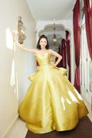 Nach Maß langen gelben Abendkleider Günstige Strapless Entwurfs-Art-Ballkleid Fußboden-Länge Lange Abendkleider
