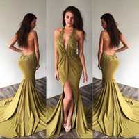 2017 Hot Halter Neck Prom Dresses Guaina Sexy Backless Split Abiti da sera Appliqued Scollatura a V collo Lungo Train Party Abiti da festa