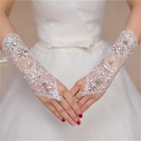 2017 prinses bruiloft handschoenen met lace up korte vingerloze bruids handschoenen met kralen wit / ivoor / rode elegante bruiloft accessoires