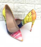 الأوروبية والأمريكية الجديدة 2018 الأحذية ذات الكعب العالي الصفراء مع أحذية كود رقيقة صغيرة وحادة المرأة مثير ملهى ليلي اللون ، موجة حذاء واحد.