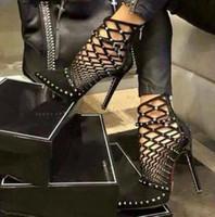 Remaches de lujo Bombas Diseñador de la marca Bombas Sandalias de las mujeres Tacones altos Señoras Remaches Zapatos 12cm Elegante negro zapato de banquete