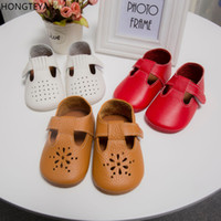 Hongteya T-bar полый цветок Летняя натуральная кожа Baby Moccasins Мягкая детская обувь девочек первый ходок Anti-slip Toddler Shoes