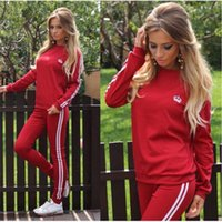 2018 Fitness Set Gym Set Mujer Ropa deportiva Traje deportivo Off Crow Clothing + Pantalones de raya lateral Workout Yoga Sport Suit Plus Size