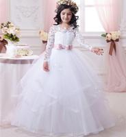 2020 Abiti da bambina a fiore bianco economici per matrimoni Pizzo Maniche lunghe Abiti da spettacolo Abiti da prima comunione Bambine Prom Ball Gown0