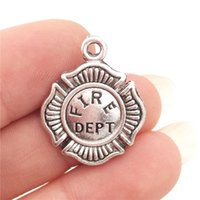 A GRANEL encantos 30pcs montón níquel de la aleación del departamento del fuego bombero insignia de plata antigua del metal del tono de DIY que hace 18 * 22mm 1.8g