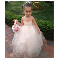 Flower Girl Vestidos com xiered saia jóia Pescoço Applique Primeira comunhão vestidos de comunhões de ouro cetim meninas vestidos de aniversário comprimento do joelho223