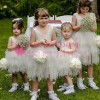 2019 Bonito Marfim Rendas Apliques Flor Meninas Vestidos de Tule Curto Mini Primeira Commuion Vestidos Custom Made Venda Quente Para O Casamento Jardim Da Praia