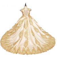 2018 in vendita Gold pizzo bordatura fiore ragazza vestiti paillettes paillettes raso ragazze con pageant vestito lungo treno royal ragazze comunione ballo abiti