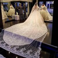 Beyaz Fildişi Düğün Veils 4 M Uzunluk Üç Metre Genişlik Dantel Aplike Brida Veils Tarak Bir Katmanlar Uzun Düğün Saç Aksesuarla