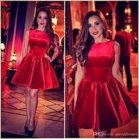 Seksowne Czerwone Koktajl Suknie Krótki Klejnot Cap Sleeve Line Velvet Mini Suknie Wieczorowe Formalne Kobiety Specjalne okazje Partyjne Sukienki