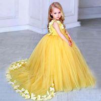 Vestidos de meninas de flor amarela para casamentos v pescoço cetim pétalas de tule chão comprimento vestido de esfera crianças vestidos de festa de aniversário de casamento