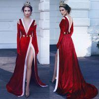 Brand New 2018 Vestidos de Noite de Alta Qualidade Sexy Profundo Decote Em V Sem Encosto Botões de Ouro Side Dividir Veludo Vestido De Baile Com Longo Personalizado Luvas