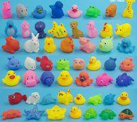 Baby Bath Toys Soft Goma Pato Animales Coche Barco para niños Juguetes de agua Squeeze Pulverización Playa Baño Juguetes para niños