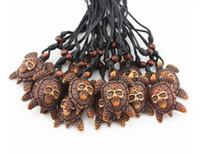 Hombres de la moda del cráneo de la tortuga de mar collar colgante tallado resina de hueso de imitación collar de cuentas de madera puede ajustar el tamaño de la cuerda collar