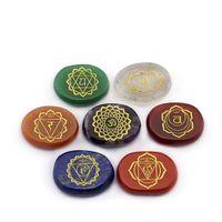7 Piece incisa Chakra Stone Palm Pietra Crystal Reiki Healing spedizione gratuita