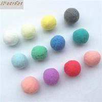 Venta al por mayor-12pcs Tamaño grande 40 mm Pompom Balls Piel Pompones suave para juguetes Teléfono Boda / Decoración del hogar Costura en accesorios de tela