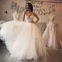 セクシーなスパゲッティストラップホワイトウェディングドレスは女性のブライダルガウンのためのスパンコールを持つセクシーなウェディングドレス
