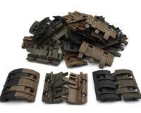 32 pcs / lot Panneaux Airsoft tactiques Picatinny rail Couvercle du protège-main AR15 M4 AK protège-mains de l'airsoft Protecteur Résistant Chasse