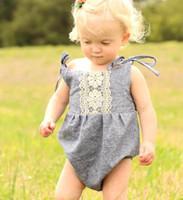 طفلة ملابس الصيف السروال القصير القطن الناعمة رمادي الرسن أكمام رومبير الرباط زهرة بذلة تتسابق Sunsuit ملابس الاطفال ملابس للبنات