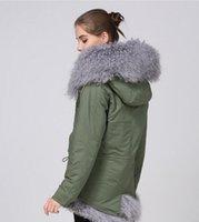 mulheres moda neve jaquetas marca Meifeng cinza Mongólia pele de ovelha exército forrada de lona verde mini-parka com cinza Mongólia pele de ovelha casaco com capuz guarnição