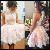 Charming Short Lace Halter Homecoming Dresses 2018 Keyhole 백 레스 라인 칵테일 파티 드레스 8 학년 졸업 가운