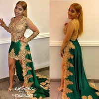 Chic oro appliques pizzo alto basso Prom Dresses 2018 Sheer maniche lunghe Deep V Neck Green Satin perline Runway Celebrity Dress Party Gown