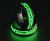 Nuovo acciaio inossidabile Il signore dell'anello Fluorescente incandescente Logo Anelli a barretta Glow In The Dark Gold Argento Anelli con motivo Lort Drop Shipping