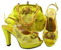 Bombas amarillas de alta calidad con diseño africano de diamantes de imitación, zapatos africanos, juego de bolsos para el vestido MM1066, tacón de 10.5 cm