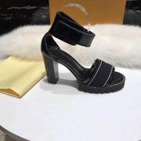 2018 Модные женские сандалии для женщин с коробкой стиль желе цвет Лучший 2 цвета. Размер 35-41+