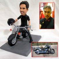 torta nuziale topper sposa sposo in sella a moto decorazione della torta del motociclo polimero argilla bambola figurina in miniatura baby resina Figura bambola