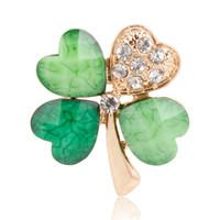 Verde Lucky Clover Spille Pins con Crystal Women Mens Suit Shirt Collare Clip Piccolo Rhinestone Distintivo Distintivo Cute Girls Breastpin Broche