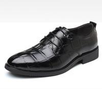 Venda quente Britânico Preto Vestido Sapatos Homens Moda Rodada Toe Jacaré Padrão Rendas Sapatos Brogue Design Lacing Lazer Escritório Plus Size 47 48