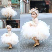 2020 Vestido de bolas Tulle Baby Infant Flower Girls Vestidos para bodas con encaje Mangas largas para niños pequeños Pagos Party Bots Hecho a medida